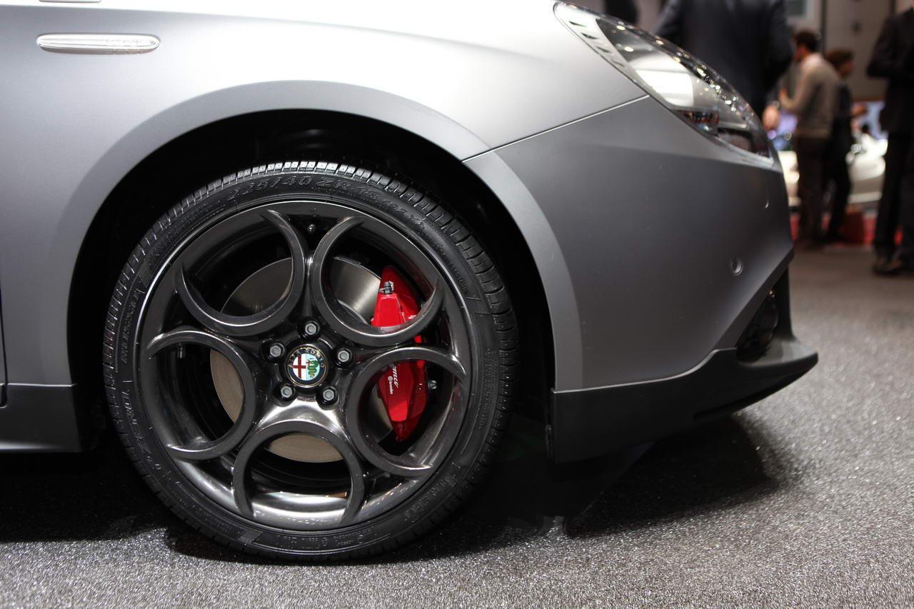 Alfa romeo 147 emblema 6